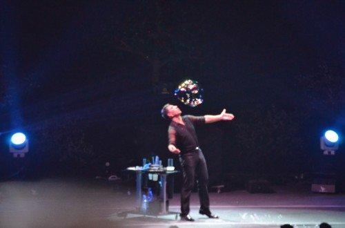 Fan Yang baloncuğu uçururken!!