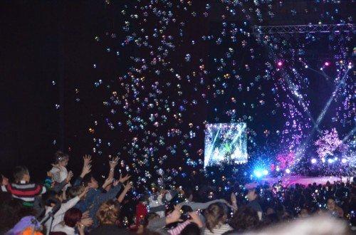 Gökten baloncuklar yağarken
