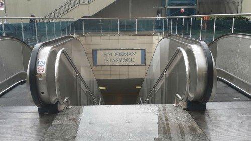 Hacıosman Metro girişi