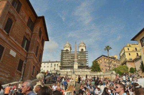 Piazza di Spagna'da İspanyol Merdivenleri (maalesef üstteki kilise ve buradaki ünlü karaya vurmuş tekne şeklindeki çeşme tadilatta. bu yüzden göremedik :(( )