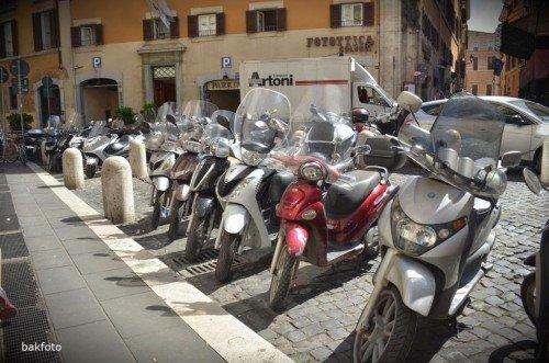 motosiklet veya bisiklet çokça kullanılıyor