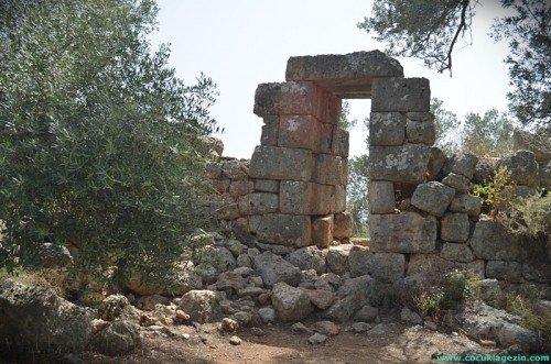 antik sehrin hala ayakta duran kapisi