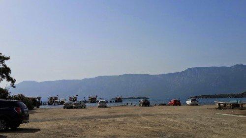 Çamlı köyündeki limanın otoparkı