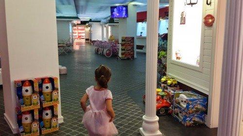 alt kattaki Hello Kitty sokağı