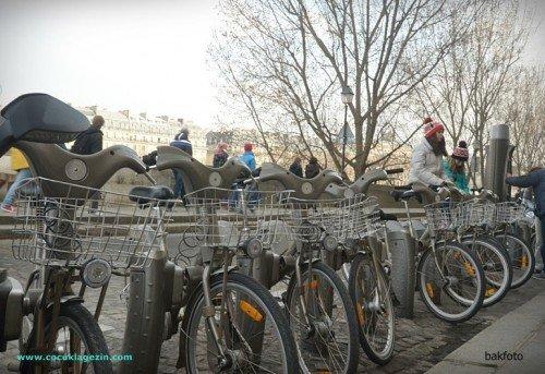 Pariste bisiklet kiralama noktası