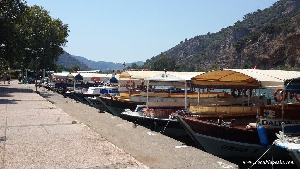 Dalyan Merkezdeki Liman- Balıkçılar Kooperatifine ait tur tekneleri