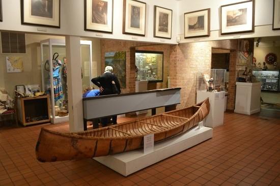 Mitchell Müzesinde Amerikan yerlilerinin kullandığı kano