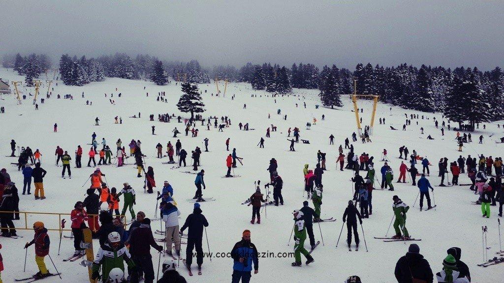 Uludağ'da kayak ve snowboard eğitim alınan pist