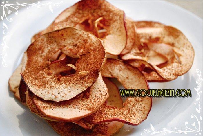 Tarçınlı Elma Cipsleri tercih ederseniz, pişirmeden önce tarçın dökmeyi unutmayın ;)