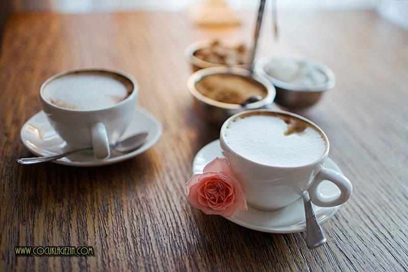 Kahve keyfi sunumuyla başkadır. Hele bir de yanında sunulan ikramlarla ;)