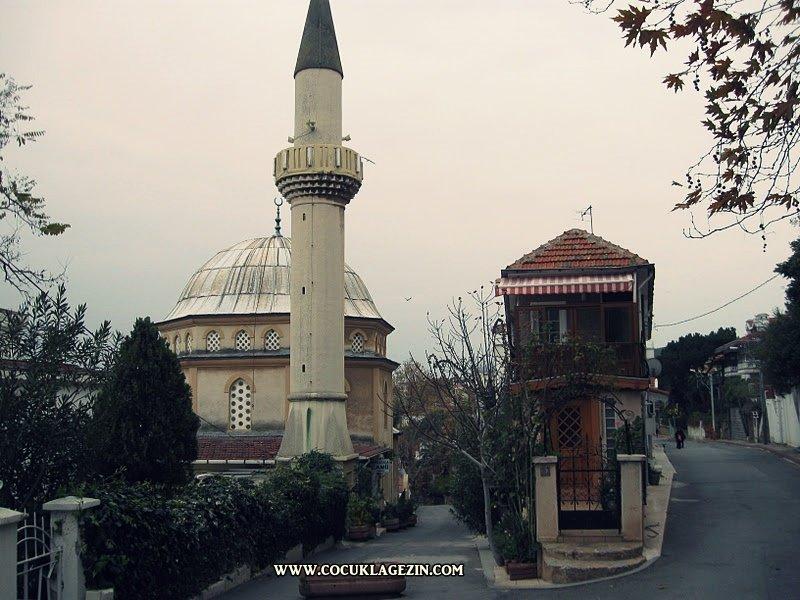 1953 yılında inşa edilen cami