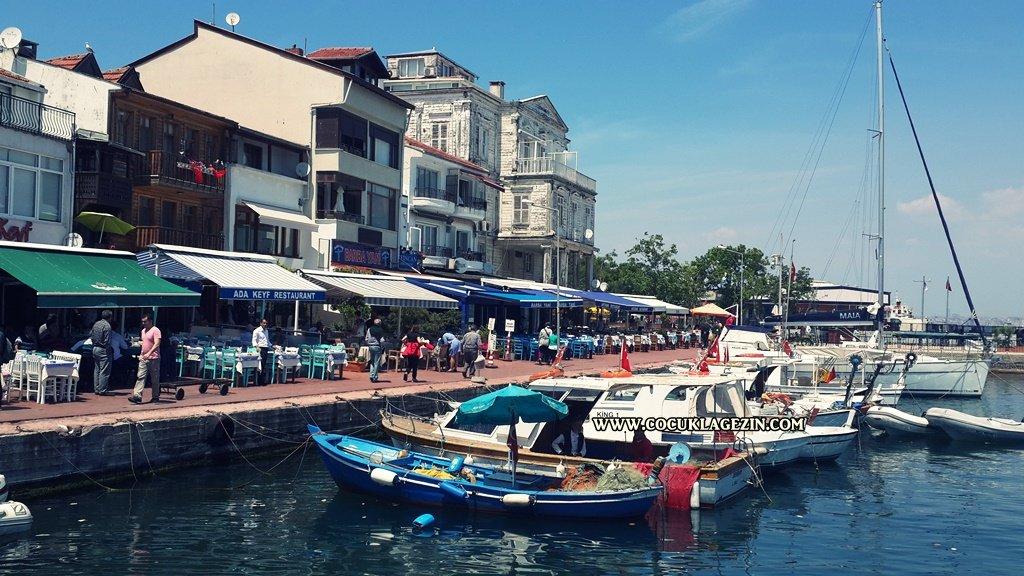 Burgazada ve sokaklarındaki balıkçılar ve kayıkhane