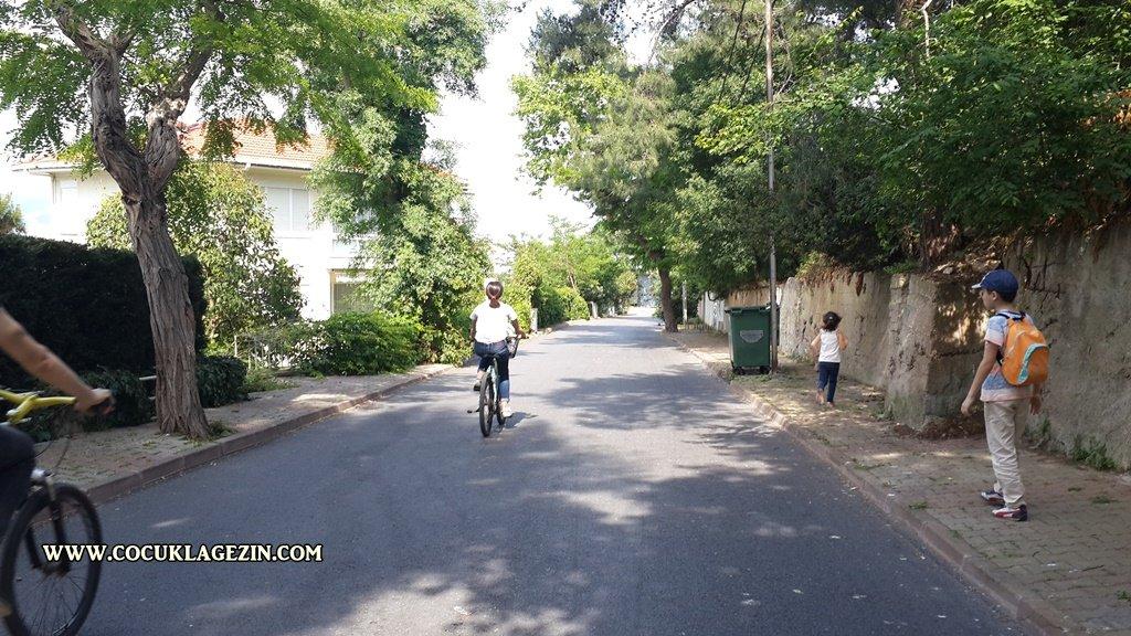 Burgazada sokakları sakin sessiz...