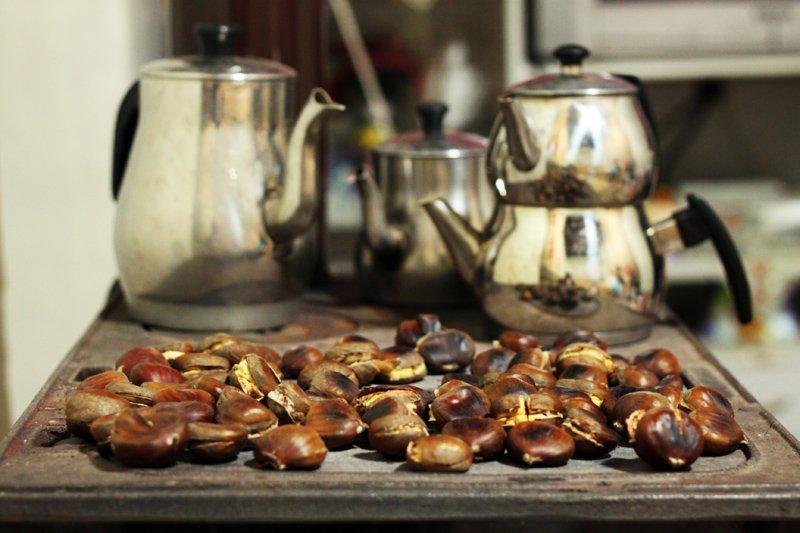 Tabi en güzeli sobada pişeni hele de yanında demlenmiş çayı varsa...