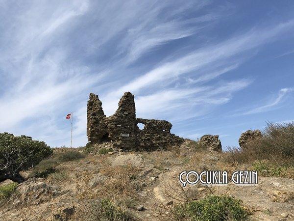 Kaleköy'de yer alan kaleden geriye kalan kalıntılar