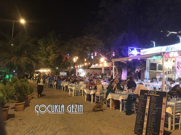 Kaleköy Limanında yer alan balık restoranları